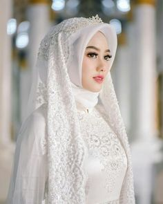 Adorable wedding hijab style you will love 74 Muslim Wedding Gown, Hijabi Wedding, Wedding Hijab Styles, Muslimah Wedding Dress, Bridal Hijab, Muslim Wedding Dresses, Muslim Brides, Wedding Dresses Plus Size, Bridal Dresses