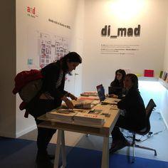 ¿Es una feria de arte como ARCO un buen lugar para comunicar sobre diseño? La asociación di_mad así lo ha creído y en la edición de 2015 programó and_.