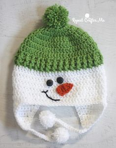 Crochet Baby Hats Crochet Snowman Hat - Repeat Crafter Me Crochet Christmas Hats, Crochet Snowman, Snowman Hat, Crochet Kids Hats, Holiday Crochet, Crochet Beanie, Crochet Crafts, Crochet Projects, Knitted Hats