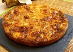 Un delicioso pastel o tarta de calabacín, para comer caliente o frío. Ideal para aprovechar restos de comida o para llevar en un tupper a la piscina.