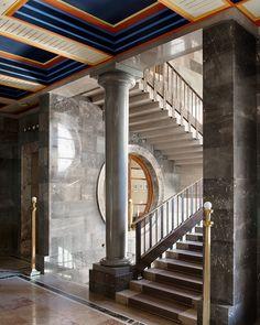 Le Ljubljana de Plecnik / L'architecte slovène Jože Plecnik a donné, au XXe siècle, une personnalité unique à la capitale de son pays, à travers une abondante production de bâtiments. Visite, in situ, de cette œuvre singulière et profonde.