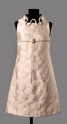 Mod dress, Carven, c. Sixties Fashion, Retro Fashion, Vintage Fashion, 1960s Dresses, Nice Dresses, Space Fashion, Fashion Design, 20th Century Fashion, Vintage Couture