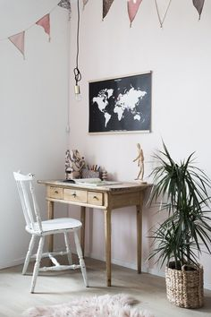 The perfect Christmas Present for Big and Little Travellers: get a 15% discount off interactive wall map (click on picture for more info!). / My Scandinavian Home + Bold Tuesday.