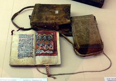 Great example of a manuscript case with the manuscript. Stuttgart, Linden-Museum Inv. Nr. 2509a–b