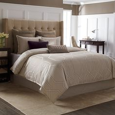 Bring sophisticated elegance to your bedroom with the timeless Wamsutta Carlisle Duvet Cover. Adorned with a classic woven texture in a neutral sand color, the rich duvet cover is the perfect complement to any room's décor.