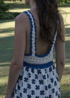 vestido fibrana con canesú de crochet