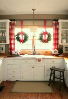 I wanted to share my favorite 65 Modern Farmhouse Christmas Decor today. I love Rustic Christmas Decor all through the year, but it's especially fun to decorate our house in Modern Farmhouse Christmas Decor with pops of plaid, wood &… Continue Reading → Elegant Christmas, Noel Christmas, Merry Little Christmas, Country Christmas, Christmas Crafts, Christmas Ideas, Christmas Stairs, Christmas Wreath On Windows, Christmas Design