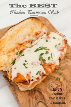 Chicken parmesan subs are absolutely delicious! This is perfect if you& looking for a nice hot sandwich to really fill you up! Roast Beef Sandwich, Soup And Sandwich, Chicken Parmesan Sandwich Recipe, Chicken Parmesean, Hot Sandwich Recipes, Vegan Sandwiches, Recipe Chicken, Lunch Recipes, Dinner Recipes