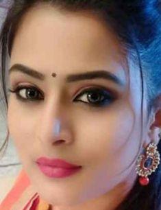 Most Beautiful Eyes, Beautiful Girl Photo, Beautiful Girl Indian, Beautiful Indian Actress, Cute Beauty, Beauty Full Girl, Beauty Women, Elegant Girl, Beautiful Bollywood Actress
