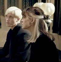 Draco and his mother Harry Potter Narcissa, Harry Potter Cast, Harry Potter Universal, Draco, Hair Inspo, Hair Inspiration, Hair Streaks, Grunge Hair, Aesthetic Hair