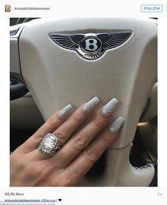 Kim Zolciak Squeezes Husband Kroyu0027s Bicep While Flashing Diamond Ring