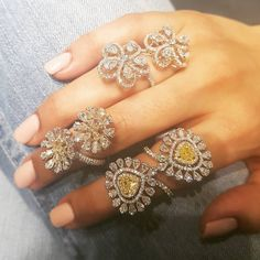 This timelessly elegant and gorgeous Flower power ring by via Big Diamond Rings, Diamond Jewelry, Diamond Earrings, Diamond Necklaces, Gems Jewelry, Metal Jewelry, Jewelry Box, Latest Ring Designs, Full Finger Rings