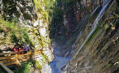Wildromantisches Tal dem Watzmann zu Füßen Am Eingang eines gewaltigen Hochtals, dem Watzmann zu Füßen, liegt die Wimbachklamm. Die Wimbachklamm im Nationalpark Berchtesgaden ist eine geologisch beeindruckende Sehenswürdigkeit und ein wildromantisches Naturdenkmal zugleich.