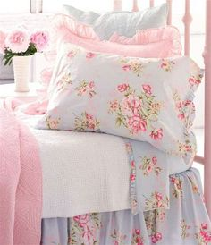 Pink, blue and white bedroom, I love the colors. So pretty and relaxing looking.