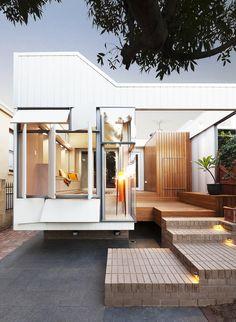 Construido por Philip Stejskal Architecture en Fremantle, Australia con fecha 2014. Imagenes por Bo Wong. Nuestro proyecto comprende alteraciones y adiciones a un dúplex preexistente que data del año 1.890, desconectado de ...