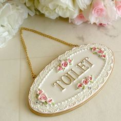 # gllReng-i Ahenk: Güllü de .- Ahenk: Güllü dekoratif objeler they the Ahenk: Decorative objects with roses - Hobbies And Crafts, Crafts To Make, Chandelier Wedding Decor, Disney Diy Crafts, Chabby Chic, Pastel Floral, Shabby Vintage, Handmade Home, Decorative Accessories