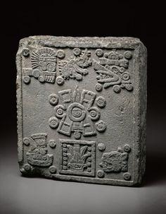 Piedra de Coronación de Moctezuma II. En la cosmogonía mexica, el mundo fue creado 4 veces y otras tantas destruido.Cada uno de los Cuatro Soles representaba uno de los puntos cardinales y el quinto era, la actual, considerado el centro. Cada era se representó con un símbolo. Primer Sol.Nahui-Ocelotl=.Cuatro-Jaguar Segundo Sol. Nahui-Ehécatl=Cuatro-Viento Tercer Sol. Era Nahuiquiahuitl=Cuatro Lluvia Cuarto Sol. Era Nahui-Atl=Cuatro-Agua. Quinto Sol. Es Nahui-Ollin=Cuatro Movimiento.mcba