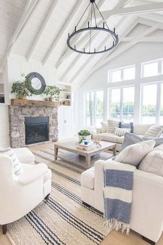 Hamptons style barn | Elegant home style in off white and blue