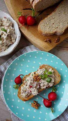 Pasta do chleba z tuńczykiem i orzechami Avocado Toast, Eggs, Breakfast, Food, Meal, Egg, Eten, Meals, Morning Breakfast