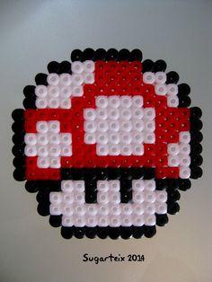 Seta de super Mario Bros en hama midi para posavasos. Si te gusta puedes adquirirlo en nuestra tienda on-line: http://www.mistertrufa.net/sugarshop/ Ver más en: http://mistertrufa.net/librecreacion/groups/hama-beads/