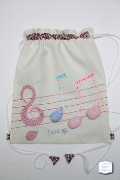 Una mochila muy musical String Bag, Fabric Bags, Wash Bags, Kids Bags, Clutch, Cute Bags, Cotton Bag, Favor Bags, Handmade Bags