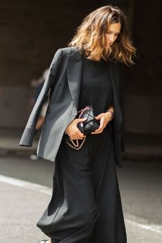 Chic all black outfit in Paris / the love assembly