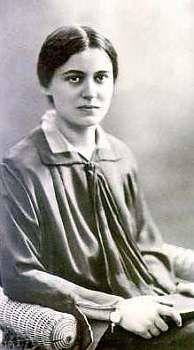Hedwig Conrad-Martius (Berlín, 1888 – Starnberg, 1966) fue una filósofa alemana, parte del movimiento fenomenógico, y mística cristiana. Fue una de las primeras mujeres en Alemania en realizar estudios universitarios. Estudió Literatura e Historia y después filosofía. Muy pronto se puso a la cabeza de la Asociación Filosófica. Su trabajo de investigación fue interrumpido por una prohibición de publicar bajo el régimen nazi. Tras la Segunda Guerra Mundial, pudo dedicarse de nuevo a la…