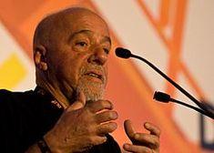 """Paulo Coelho (* 24. srpna 1947, Rio de Janeiro) je populární brazilský spisovatel.V mládí koketoval s drogami, magií Aleistera Crowleye. Pro svou touhu psát, kterou jeho rodiče neschvalovali, byl celkem třikrát poslán do psychiatrické léčebny, kde se musel podrobit elektrošokové terapii. Živil se jako dramatik, novinář, televizní scenárista a písňový textař brazilských zpěváků.  """"Alchymista..."""