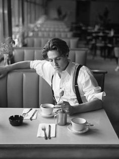 Love me some Hugh Grant. That is Hugh Grant right? Self Portrait Photography, Men Photography, Popular Photography, Coffee Photography, Inspiring Photography, Photography Magazine, Photography Tutorials, Creative Photography, Digital Photography