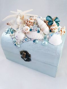 Medium Mermaid Shell embellished Trinket Box Treasure Chest Jewelry Box - Excited to share the latest addition to my shop: Medium Mermaid Shell embellished Trinket Box - Seashell Crafts, Beach Crafts, Seashell Art, Diy Trinket Box, Mermaid Shell, Mermaid Jewelry, Jewelry Quotes, Art Deco Jewelry, Etsy Shop