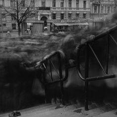 "Alexey Titarenko ""City of Shadows"", image de la foule en pose longue Time Lapse Photography, Exposure Photography, Urban Photography, Street Photography, Slow Shutter Speed Photography, Creepy Photography, Photography Tutorials, Photography Ideas, Alexey Titarenko"