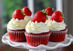 """Ingredienti: Per l'impasto dei Cupcake: 150 gr di farina """"00"""" 70 gr di zucchero semolato 125 gr di yogurt bianco 1 uovo ( circa 60 gr ) 60 gr di burro fuso"""