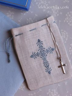 little linen bag for rosary blue version - pattern: Prayer - Komód by Barbi… Embroidery Patterns Free, Cross Stitch Patterns, Machine Embroidery, Embroidery Designs, Theme Bapteme, Christian Crafts, Cross Stitch Bookmarks, Crochet Tablecloth, Cross Stitch Flowers