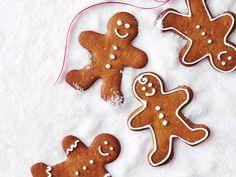 Recette de biscuits en pain d'epice facile avec recette de glaçage royal. Je les ai fait ajd, miam, miam. Mes premiers biscuits en pain d'épice :-)