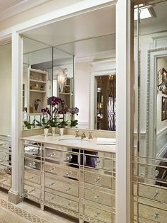 Small bathroom designs I love mirrored furniture.what better place to use it than a small bathroom. Bad Inspiration, Decoration Inspiration, Bathroom Inspiration, Decor Ideas, Decorating Ideas, Decorating Websites, 31 Ideas, Bathroom Vanity Decor, Master Bathroom