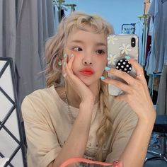 @hushcodes/ 𝙂𝙞𝙫𝙚 𝙥𝙧𝙤𝙥𝙚𝙧 𝙘𝙧𝙚𝙙𝙞𝙩𝙨!☂︎ Ulzzang Short Hair, Ulzzang Korean Girl, Aesthetic People, Aesthetic Girl, Uzzlang Girl, Ethereal Beauty, Korean Aesthetic, Poses For Photos, Dye My Hair