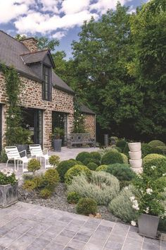 Farmhouse Style Homes Exterior Design Ideas - New Decoration French Cottage, Cottage Style, Farmhouse Style, Beautiful Gardens, Beautiful Homes, English House, Stone Houses, Facade House, Home Deco