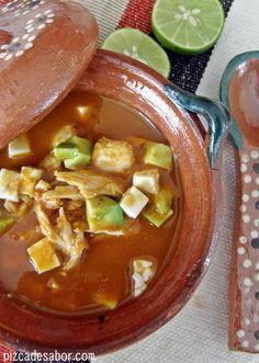 Aprende a preparar esta deliciosa sopa de tortilla con fotos paso a paso. Ya sea con pollo deshebrado o con pavo (en época navideña para el recalentado). ¡Deliciosa!