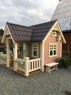 Этот домик построили мы с мужем для нашей младшей дочери Backyard Playhouse, Backyard Sheds, Cubby Houses, Play Houses, Outdoor Play Spaces, Woodland House, Wendy House, Cottage Homes, Dream Rooms
