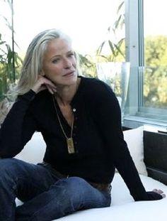 Iris von Arnim - internationally acclaimed German fashion designer - Cashmere in timeless designs for women and men.