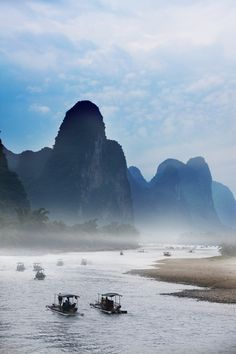 Rafting on Li River, #Guilin, #China http://www.transindus.co.uk/highlight/li-river-boat-trip