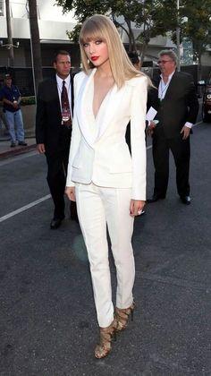 40 Feminine Ways To Wear Tuxedo Suits Fashionably