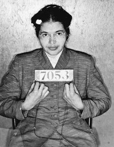 Rosa Parks was een Amerikaans burgerrechtenactiviste. Ze staat vooral bekend om het feit dat ze in 1955 weigerde haar zitplaats in een bus af te staan aan een blanke medepassagier. #supervrouw #RosaParks