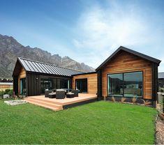Casas prefabricadas de madera con techos de chapa negra Modern Barn House, Modern House Design, Modern Family House, Barn House Plans, Timber House, Fowler Homes, House Cladding, Timber Cladding, Exterior Cladding