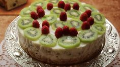 Nepečená exotická torta s banánmi a kiwi - Receptik. Cheesecake, Food, Cheesecake Cake, Cheesecakes, Essen, Cheesecake Bars, Yemek, Meals
