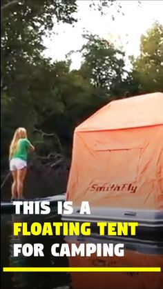 Camping Hacks Discover This Floating Tent allows You to Sleep on a Lake! Camping on water is now possible with this Floating Tent by Smithfly. This raft tent is called Shoal Tent. It allows you to sleep on water in middle of Camping Ideas, Kids Camping Gear, Camping Bedarf, Solar Camping, Retro Camping, Camping Set Up, Camping With Kids, Camping Essentials, Camping Hacks