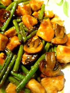 Slice of Southern: Chicken, Green Bean & Mushroom Stir Fry Slice of Southern: roast chicken, green beans and mushrooms while stirring Shrimp And Green Beans, Stir Fry Green Beans, Chicken Green Beans, Chinese Chicken Recipes, Chicken Mushroom Recipes, Asian Recipes, Healthy Recipes, Chicken Mushroom Stir Fry, Chinese Chicken Stir Fry
