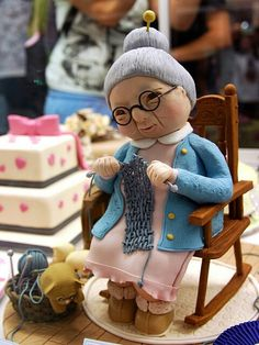 The dream knitter — I love knitting Pretty Cakes, Beautiful Cakes, Amazing Cakes, Fondant Toppers, Fondant Cakes, Grandma Cake, Realistic Cakes, Movie Cakes, 80 Birthday Cake