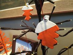 DIY Cookie Cutter Gift Tags >> http://blog.diynetwork.com/maderemade/how-to/simple-last-minute-cookie-cutter-gift-tags-for-thanksgiving/?soc=pinterest