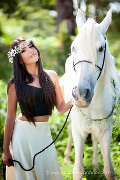 So beautiful. Here you relax with these backyard landscaping ideas and landscape design. Horse Girl Photography, Modern Photography, Photography Poses, Book 15 Anos, Beautiful Arabian Horses, Foto Casual, Family Picture Outfits, Animal Magic, Picture Poses